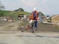 Rozbitá cesta přes Šternberk projde zásadní rekonstrukcí