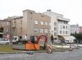 Zbrusu nová budova, parkoviště i operační sál