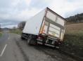 Řidič havaroval kvůli složce s doklady mezi Šumperkem a Bratrušovem