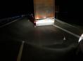 Střet s kamionem nepřežili dva jeleni před Palonínem
