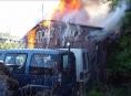 V Šumperku vyhořela budova autobazaru