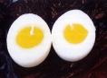 ČOI stahuje z trhu svíčku v podobě rozpůleného vejce