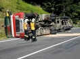 Kamion se dřevem omezil dopravu na Červenohorském sedle