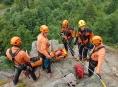 Hasiči trénovali ve skalách záchranu turistů