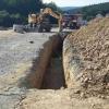 Náhlý sesuv půdy při výkopu kanalizace v Bouzově    zdroj foto: HZS OLK