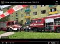 VIDEO. Hasiči a policisté evakuovali 16 osob z hořícího panelového domu