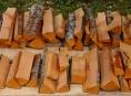Při nákupu dřeva před zimou si zkontrolujte hlavně cenu