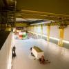 V podzemních útrobách elektrárny se návštěvníci dostanou až k 24 metrů vysokým turbosoustrojím s reverzními Francisovými turbínami, která jsou zabudována do kaverny o rozměrech 87,5 × 25,5 × 50 metrů    zdroj foto: V.Sobol