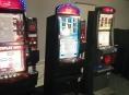 Celníci při razii zabavili přes dvě stě automatů