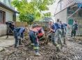 Činnost hasičů v zaplavených obcích