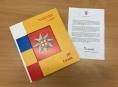 Princ Charles napsal předmluvu ke knize heraldika Jiřího Loudy