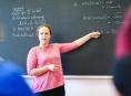 Dvacítku nových vzdělávacích kurzů pro středoškolské učitele