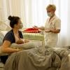 ilustrační foto - primářka Jana Chrastinová s novopečenou maminkou    zdroj foto: Agel