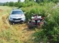 Pronásledovaná čtyřkolka nabourala u Loštic policejní vozidlo