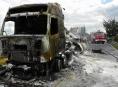 AKTUALIZOVÁNO:Požár zničil nákladní vozidlo s cisternou převážející vápenec