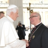 Papež Benedikt XVI. a velmistr Bruno Platter  foto: archiv B.Platter