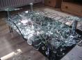 Sklo na konferenčním stolku Lotus může explodovat!
