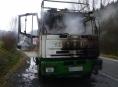 Za Bušínem začalo hořet za jízdy nákladní vozidlo