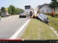 Řidič po nehodě v Olomouci zůstal zaklíněn ve vozidle
