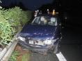 Opilá řidička skončila u Mladče ve svodidlech