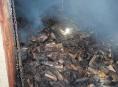 V obci Jeřmaň hořel přístavek s uloženým dřevem