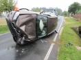 Nepozornost řidiče má na svědomí zničené BMW