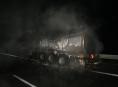 Na R35 u Olomouce v noci hořela cisterna s asfaltem