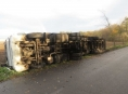 Pod nákladním vozidlem za Mohelnicí se utrhla krajnice