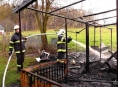Díky rychlému zásahu hasičů ve Vidnavě oheň zničil jen udírnu