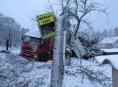 Řidič v Sobotíně šlápnul na plyn a skončil v oplocení