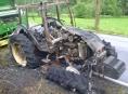 Traktor v Branné začal za jízdy hořet