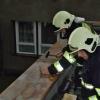hasiči na Prostějovsku upevňují uvolněnou střechu    zdroj foto?HZS Ok