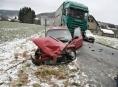Průjezd zatáčkou v Rudě nad Moravou řidiči nevyšel