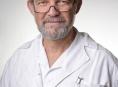 Primář Ivan Schlemmer představuje novinku na očním oddělení