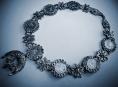 Rozmanitosti šperků se věnuje první samostatná výstava v šumperském muzeu