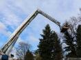 Kvůli silnému větru byly v terénu stovky hasičů