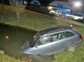 Místní občan nepomohl opilému řidiči vytáhnout auto z rybníku