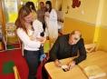 Petr Rychlý potěšil pacienty v Nemocnici Šumperk