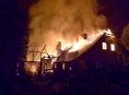 Mohutný požár zničil rodinný dům v Rohli