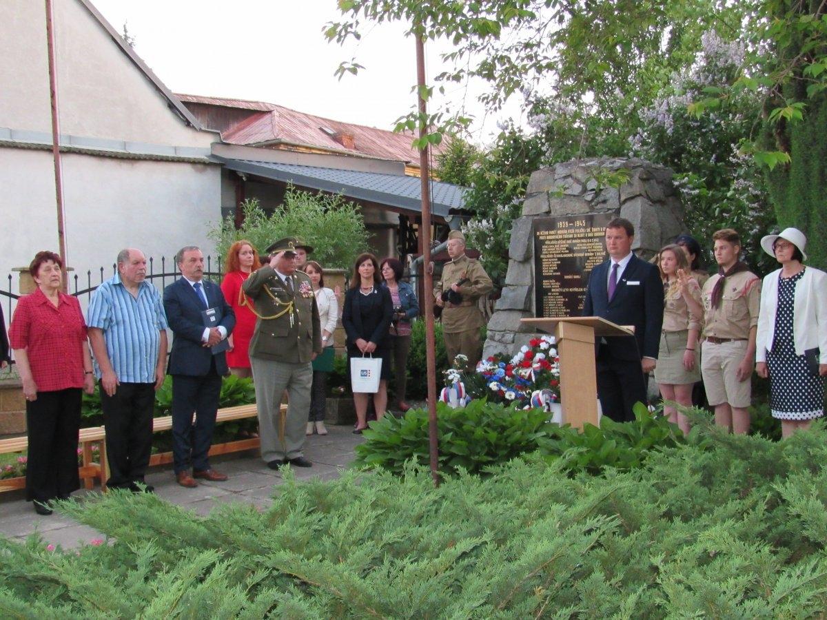 Náměstek hejtmana Dalibor Horák se v předvečer státního svátku Dne vítězství zúčastnil oslav ukončení II. světové války v Libině zdroj foto: Olk