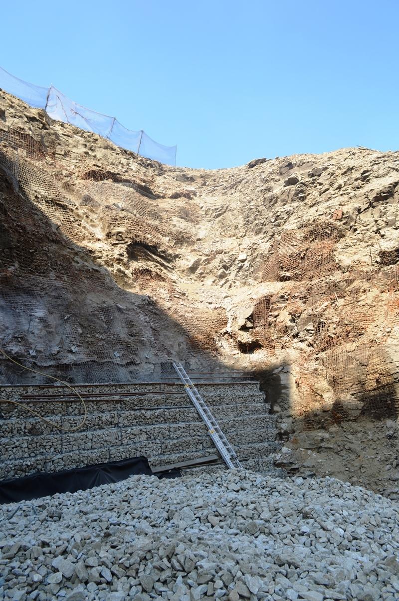 Nad dolní nádrží Dlouhých strání se vyztužuje skalní svah zdroj foto: V. Sobol