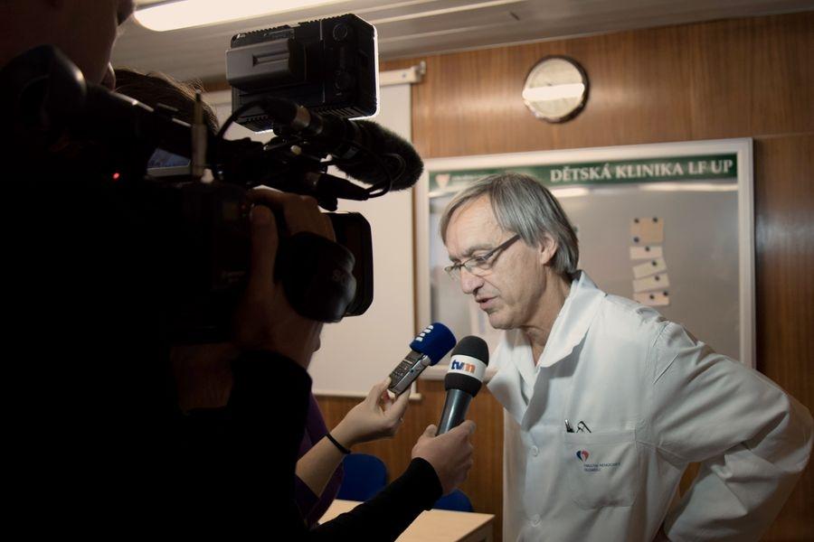 Olomouc - nové přístroje na Dětské klinice FN - profesor František Kopřiva zdroj foto: FN OL