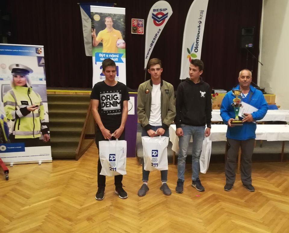 Zábřeh - soutěž Jezdím bezpečně - vítězné družstvo zdroj foto: PČR