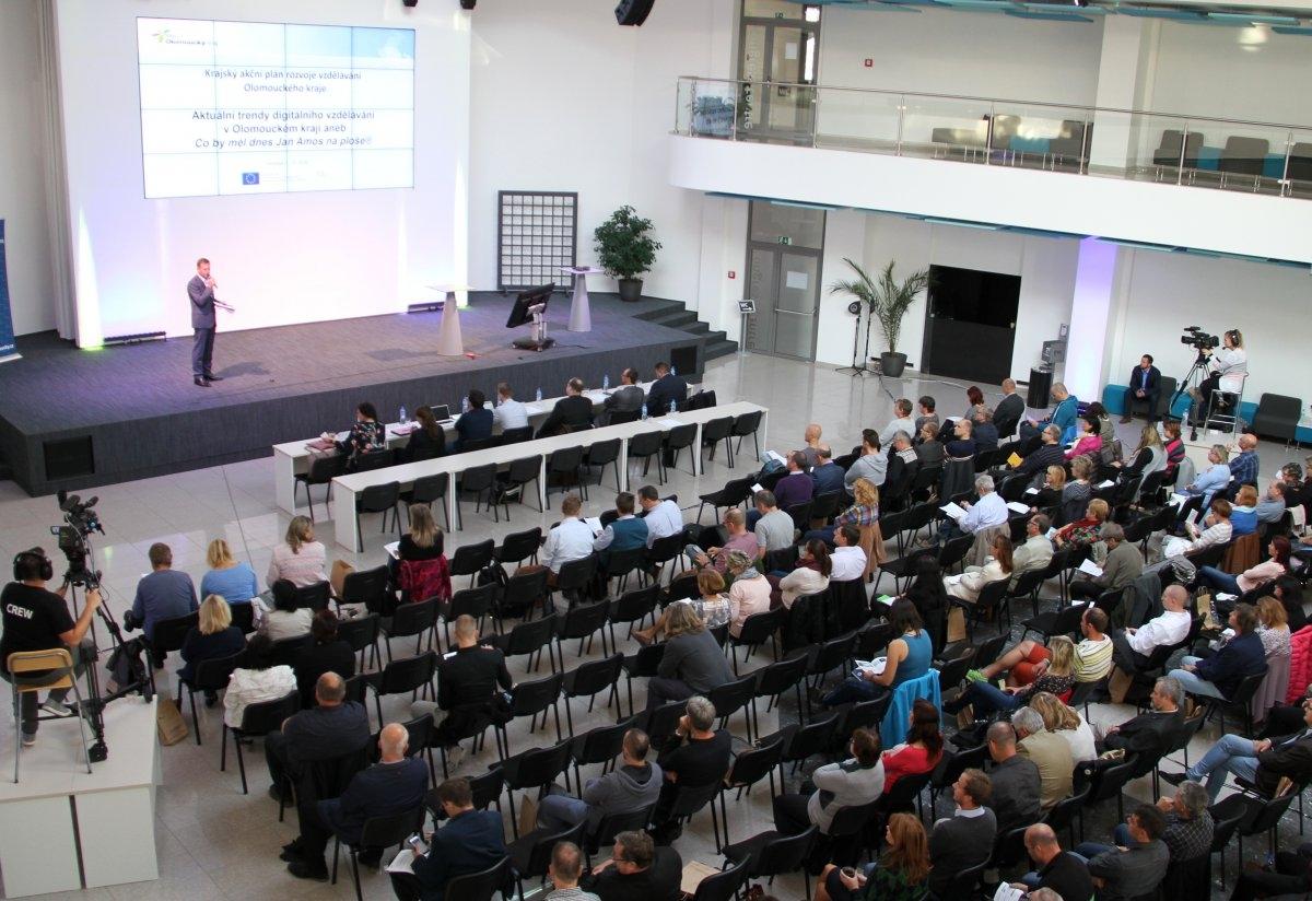Olomouc - krajská koference pedagogů zdroj foto: OLK