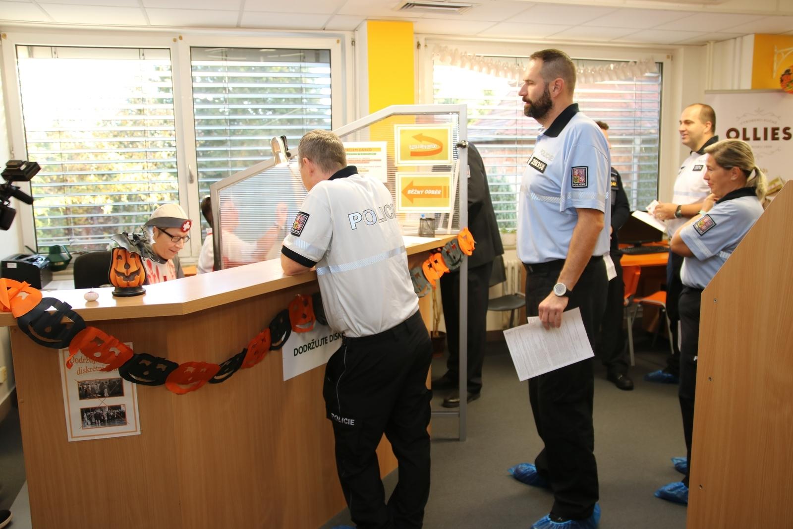 Policisté v Olomouckém kraji již tradičně hromadně darovali krev zdroj foto: PČR