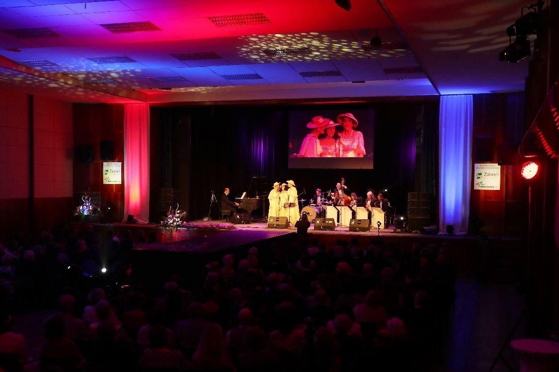 Prvorepubliková atmosféra hudebního večírku podtrhla oslavu výročí samostatného státu foto: sumpersko.net - M. Jeřábek