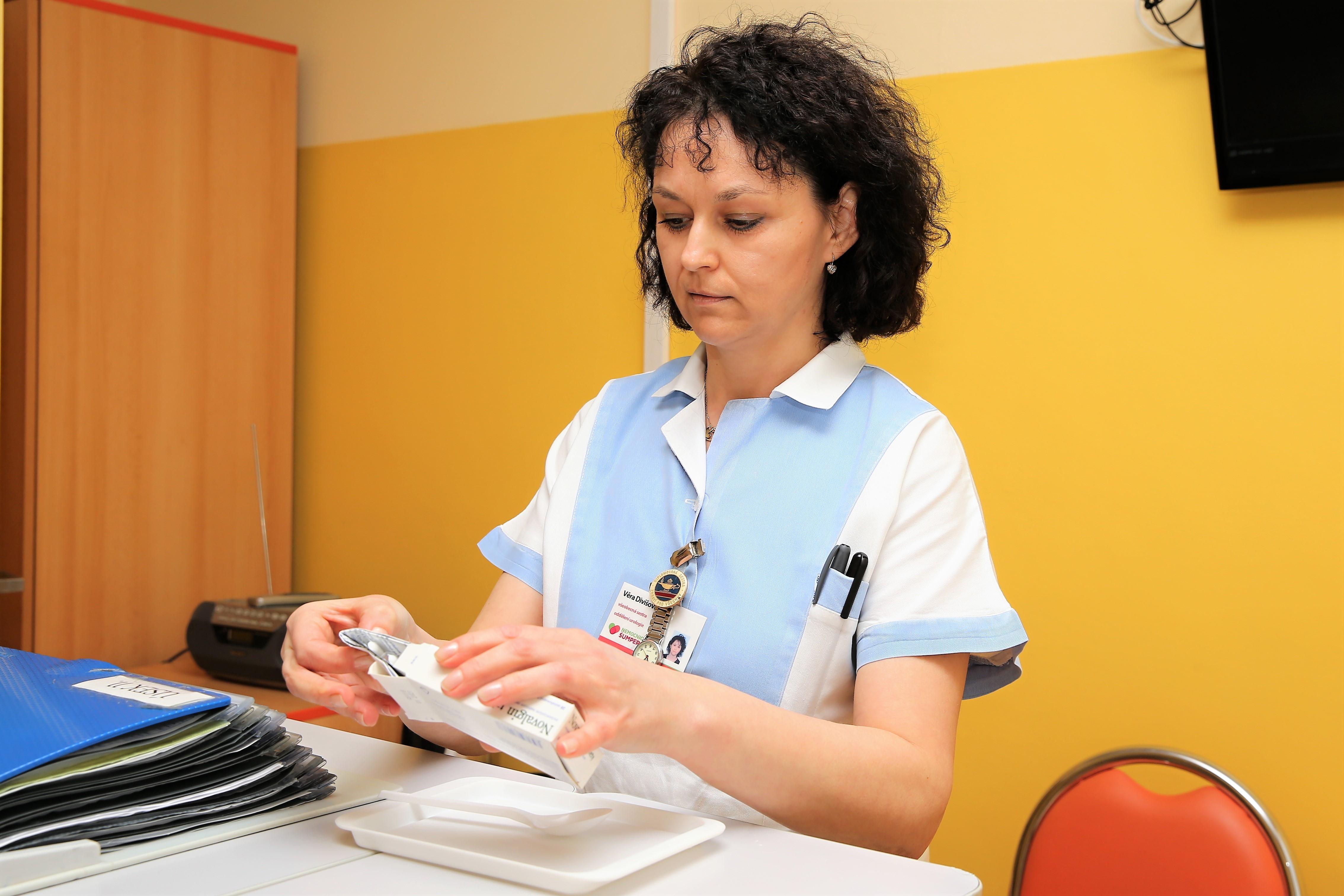 Akreditační komise se při kontrole zaměřila například na správné vedení zdravotnické dokumentace nebo manipulaci s léčivy. Autor: M. Jeřábek, archiv NŠ
