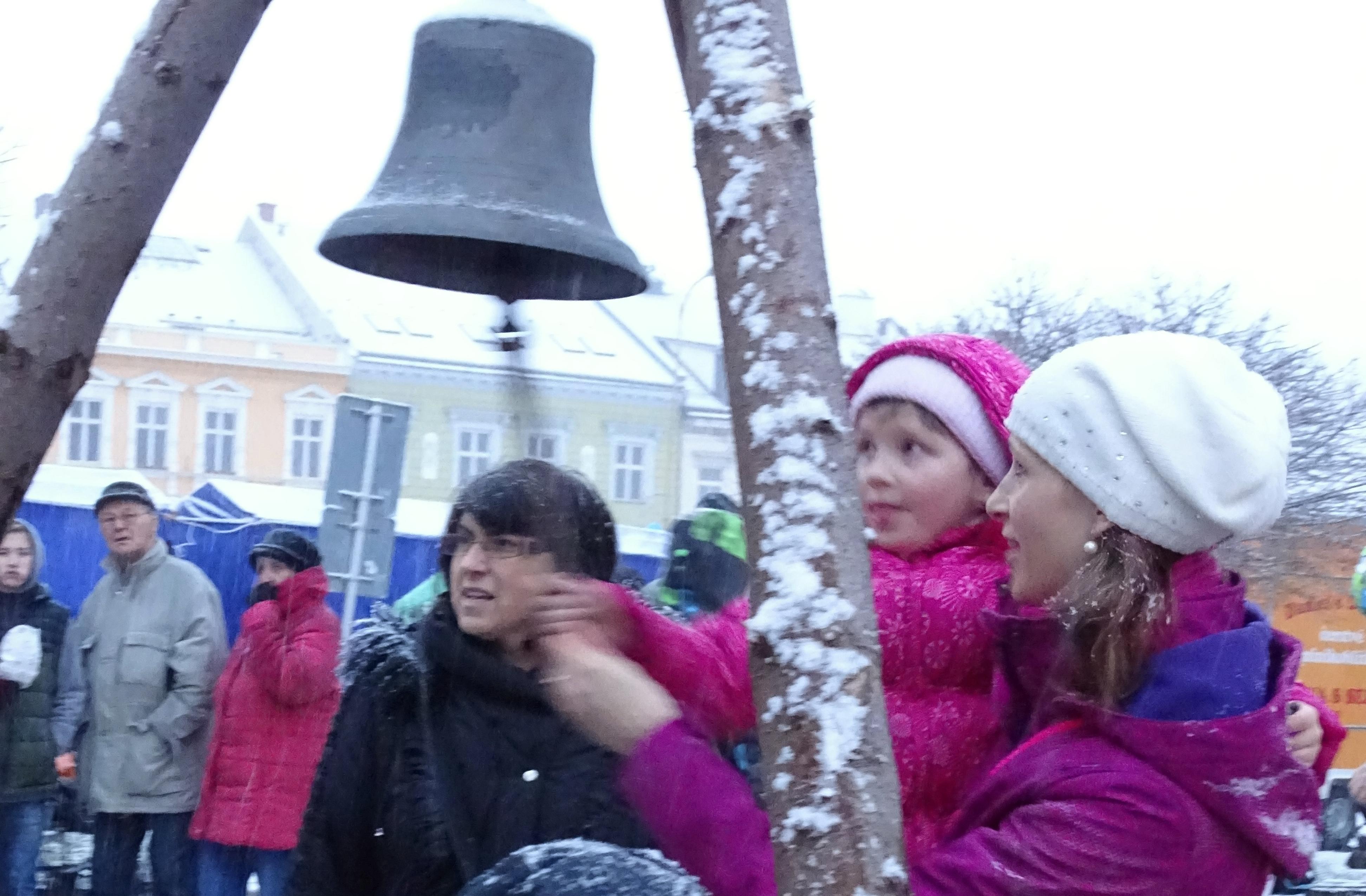 Vanocni jarmark -zvon prani zdroj foto: z.k.