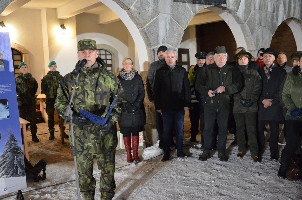 Generálmajor Jiří Verner hovoří k závodníkům foto: Jiří Pařízek