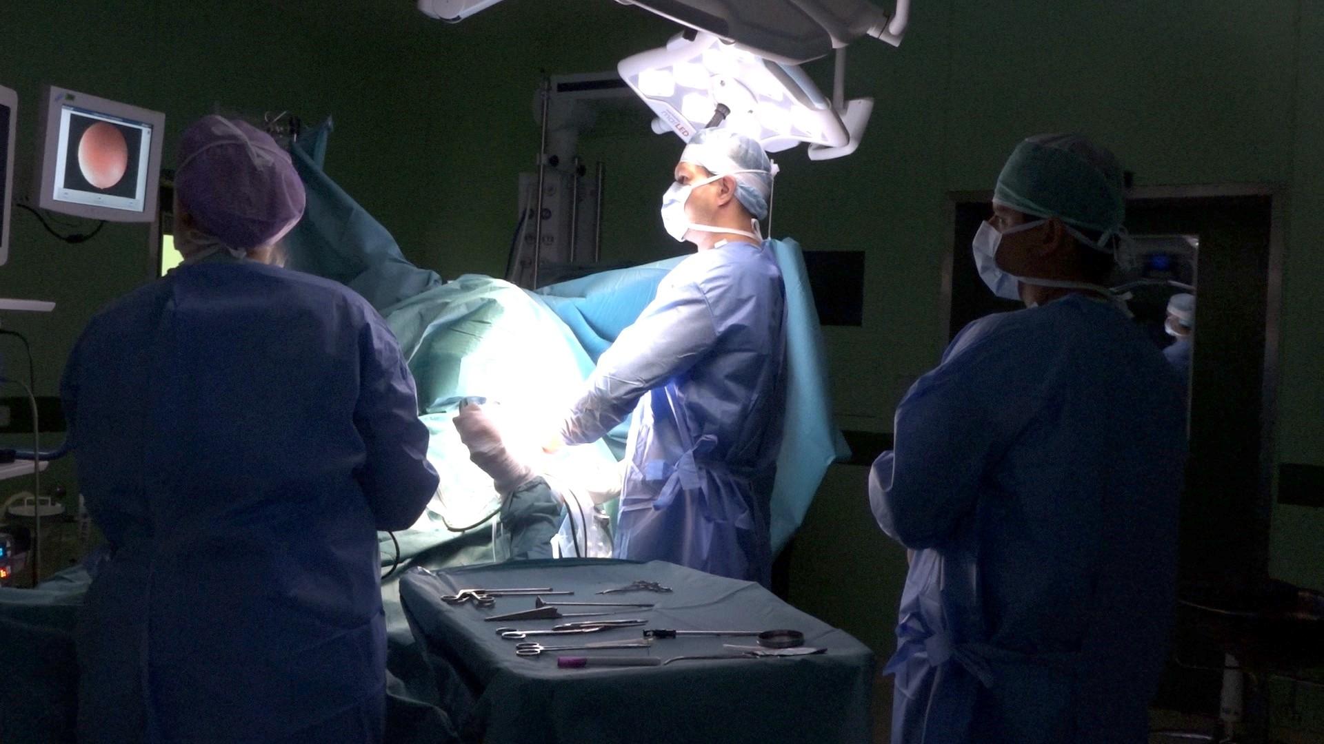 Jen za loňský rok provedl lékař Ján Debre společně se svým týmem celkem tři sta sedmdesát šest operačních zákroků zdroj foto: archiv NŠ